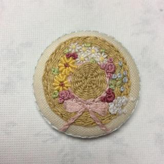 刺繍ブローチ ハンドメイド(コサージュ/ブローチ)