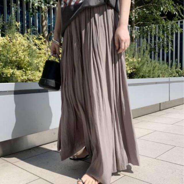 L'Appartement DEUXIEME CLASSE(アパルトモンドゥーズィエムクラス)のAP STUDIO  サテンギャザースカート  新品タグ付き レディースのスカート(ロングスカート)の商品写真