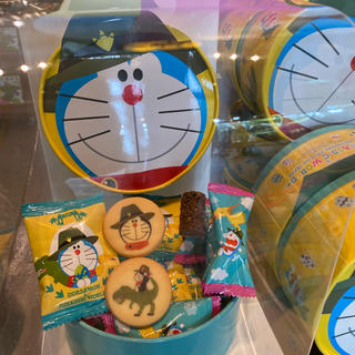 ユニバーサルスタジオジャパン(USJ)の  ユニバ USJ ジュラシックパーク ドラえもん クッキー チョコクランチ (菓子/デザート)