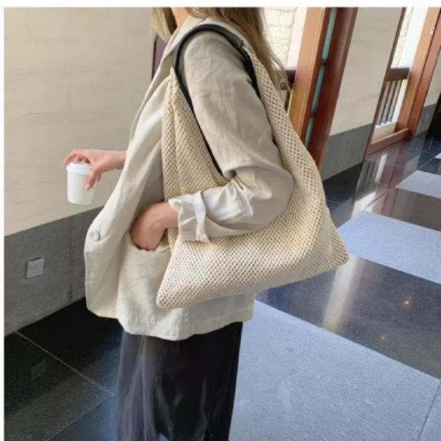 DEUXIEME CLASSE(ドゥーズィエムクラス)の新商品 シンプル 夏素材 ハンドバッグ  トートバッグ  レディースのバッグ(かごバッグ/ストローバッグ)の商品写真