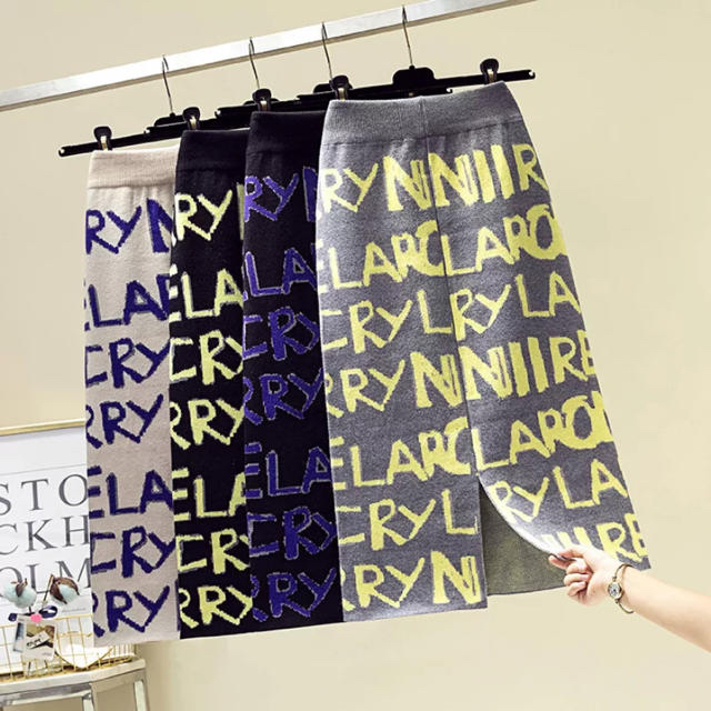 ZARA(ザラ)の秋冬先取り❤️英字スカート レディースのスカート(ひざ丈スカート)の商品写真