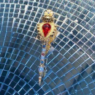 アッシュペーフランス(H.P.FRANCE)の最終値下中 ◦⚬魔法使いのブローチ⚬◦ 王冠 スティック 赤×ゴールド×パール(ブローチ/コサージュ)