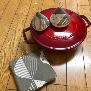 ストウブ(STAUB)の(再販)三角鍋つかみセット ストウブ(キッチン小物)
