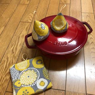 ストウブ(STAUB)の(再販)三角鍋つかみセット 北欧風(キッチン小物)