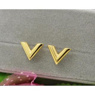 V型 ピアス  ゴールド シンプル アクセサリー 人気⭐︎