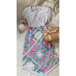 ビーシービージーマックスアズリア(BCBGMAXAZRIA)のBCBGレディース夏物スカート(ひざ丈スカート)