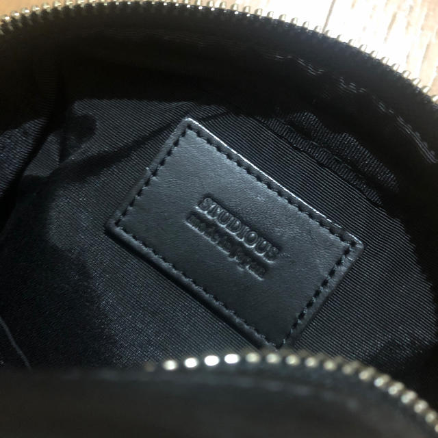 STUDIOUS(ステュディオス)のSTUDIOUS ストゥディオス レザー ポーチ サコッシュ メンズのバッグ(ショルダーバッグ)の商品写真