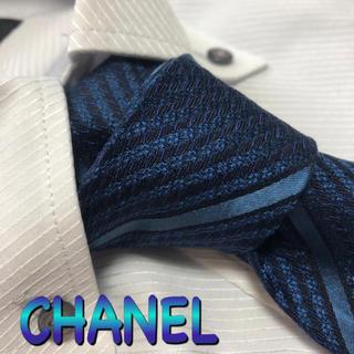 CHANEL - シャネル ネクタイ CHANEL  ストライプ柄 光沢 ブランドロゴ チェーン