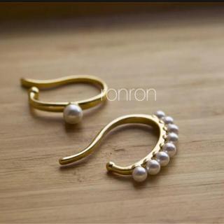 DEUXIEME CLASSE - Pearl ear cuff set