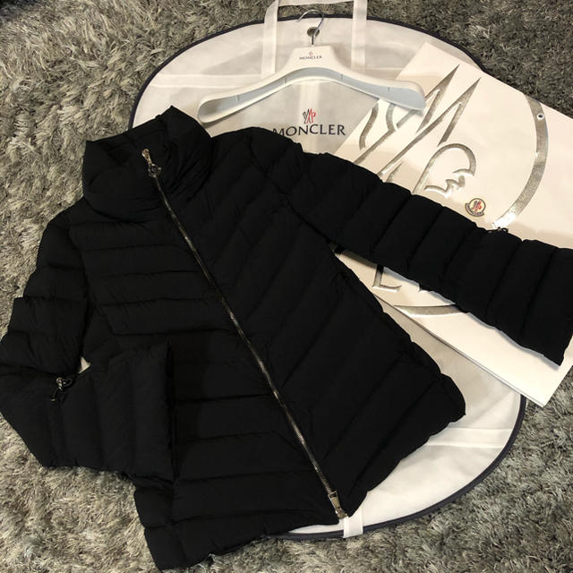 MONCLER(モンクレール)のモンクレール 正規品 SOLANUM DISTタグ付き サイズ1  ブラック レディースのジャケット/アウター(ダウンジャケット)の商品写真