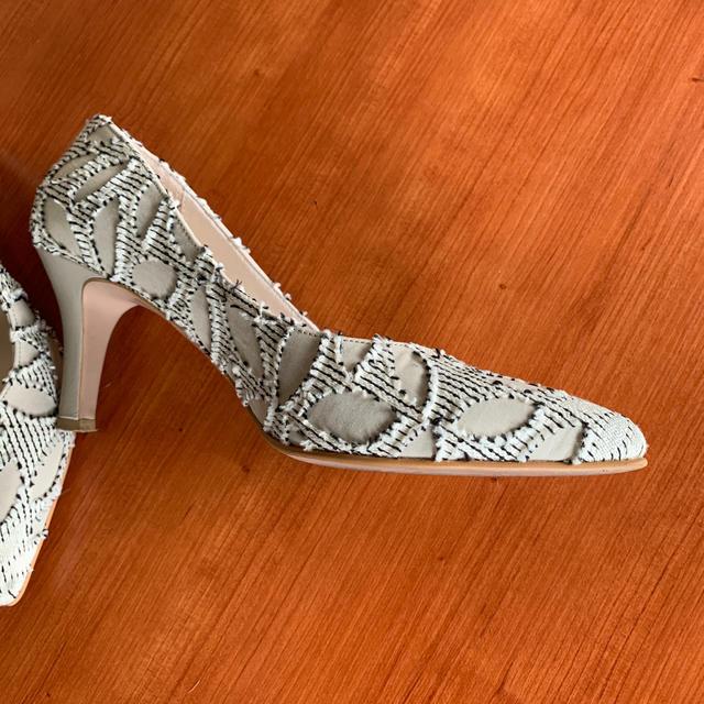 AU BANNISTER(オゥバニスター)のオゥ バニスター⭐️上品な今期物パンプス サイズ38 レディースの靴/シューズ(ハイヒール/パンプス)の商品写真