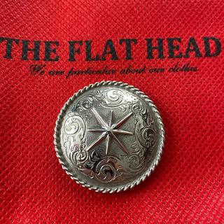 フラットヘッド(THE FLAT HEAD)のフラットヘッド 純銀 定価7万 SVC-20 手彫り ブラスト処理コンチョ 新品(長財布)