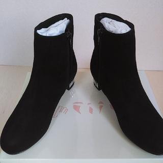 アンリーフ(unReef)のビジューヒールショートブーツ 2E ブラックスエード 新品 未使用 箱付き(ブーツ)