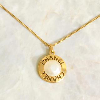 シャネル(CHANEL)の正規品 シャネル ネックレス パール ゴールド くりぬき アルファベット 真珠(ネックレス)