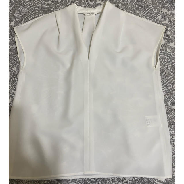 PLST(プラステ)のドライギャバVネックタックブラウス レディースのトップス(シャツ/ブラウス(半袖/袖なし))の商品写真