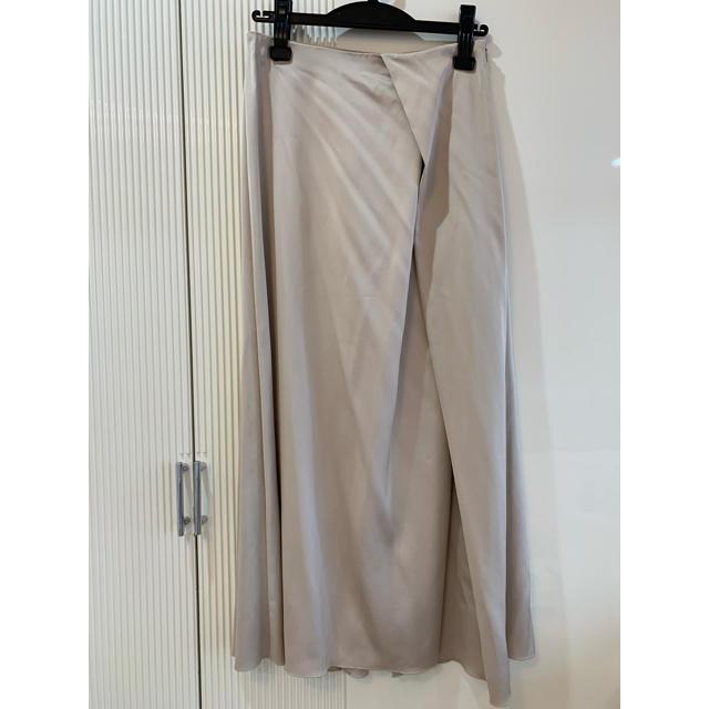 IENA(イエナ)の定価19440円【新品タグ付】IENA サテンデザインロングスカート レディースのスカート(ひざ丈スカート)の商品写真