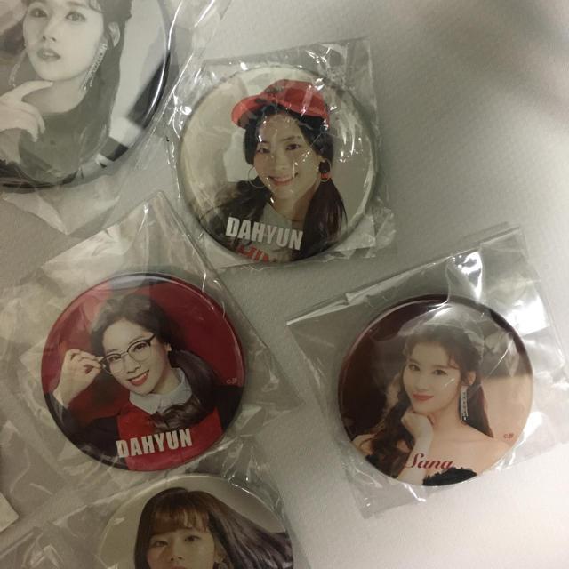 TWICE 缶バッチ ダヒョン サナ エンタメ/ホビーのタレントグッズ(アイドルグッズ)の商品写真