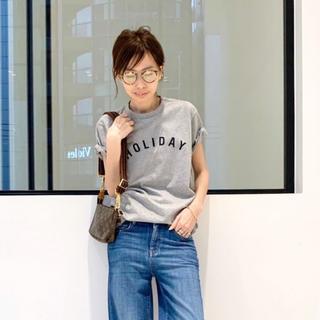 アパルトモンドゥーズィエムクラス(L'Appartement DEUXIEME CLASSE)のL'Appartement【HOLIDAY】HOLIDAY Tee グレー(Tシャツ(半袖/袖なし))