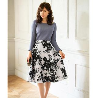 トッコ(tocco)の大人カラーで秋めくスタイル美人に。フラワープリントフレアスカート(ひざ丈スカート)