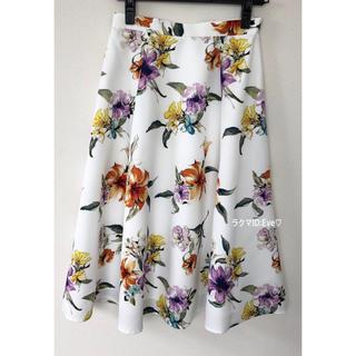 ジャスグリッティー(JUSGLITTY)の美品⭐︎ジャスグリッティー ぼかしフラワープリントスカート(ひざ丈スカート)