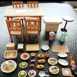EPOCH - シルバニアファミリー※テーブルセット【シリアルナンバーあり】&食事セット