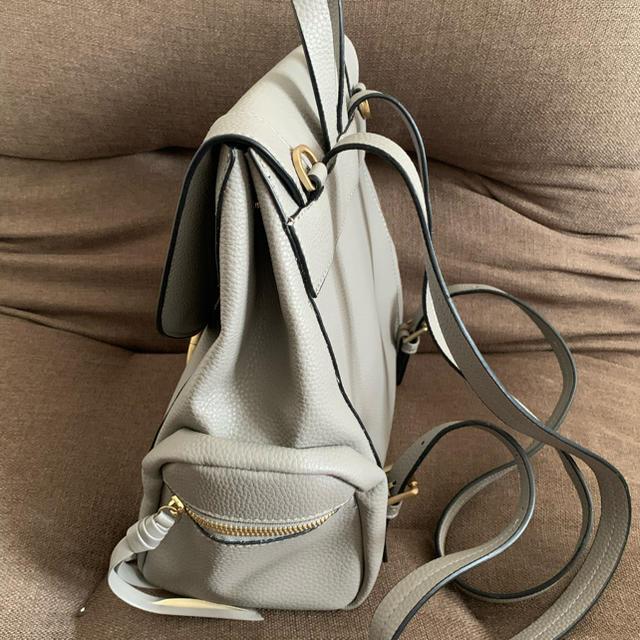 ZARA(ザラ)の【最終値下げ】ZARA レザー リュック  グレー レディースのバッグ(リュック/バックパック)の商品写真