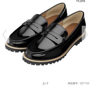 ジーユー(GU)のguタンクソールローファー レディースLサイズ ブラックエナメル(ローファー/革靴)