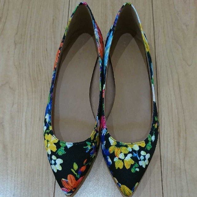 AU BANNISTER(オゥバニスター)のAuBANNISTER  ポインテッドフラットプレーンパンプス レディースの靴/シューズ(ハイヒール/パンプス)の商品写真