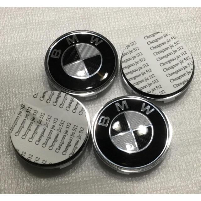 BMW  ブラックカーボンセンターキャップ 自動車/バイクの自動車(車外アクセサリ)の商品写真