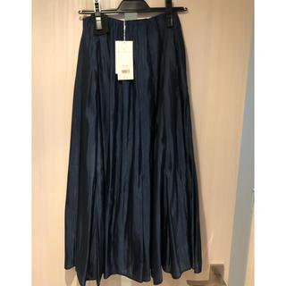ミラオーウェン(Mila Owen)の新品・未使用・タグ付 タックフレアマキシサテンスカート ネイビー サイズ0(ロングスカート)
