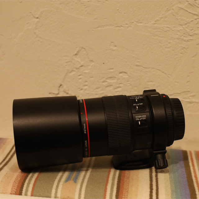 Canon(キヤノン)のEF100mm F2.8L マクロ Macro IS USM 三脚座付き スマホ/家電/カメラのカメラ(レンズ(単焦点))の商品写真