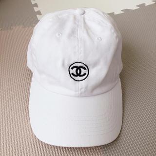 アヴァランチ(AVALANCHE)のAVALANCHE ロゴキャップ 白 アヴァランチ CAP オシャレ(キャップ)