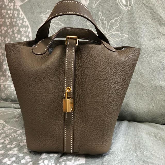 Hermes(エルメス)の12日までの出品です!!エルメス♡ピコタンロックpm♡エトゥープ レディースのバッグ(ハンドバッグ)の商品写真