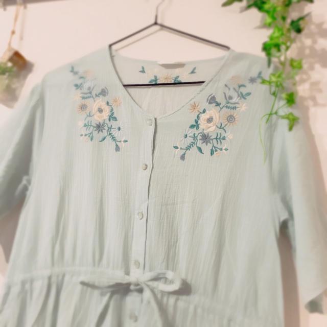 ehka sopo(エヘカソポ)のSM2 エヘカソポ 花刺繍ボタンワンピース はおり レディースのワンピース(ひざ丈ワンピース)の商品写真