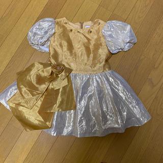 ファミリア(familiar)のサエキユキモリ ゴールド 花コサージュ、リボン 可愛いドレス サイズ110(ドレス/フォーマル)
