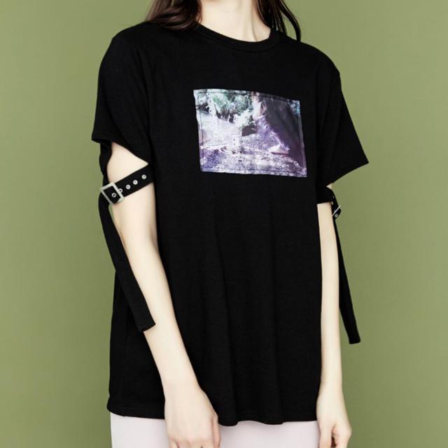 EATME(イートミー)の【eatme】ベルトスリーブグラフィックTシャツ レディースのトップス(Tシャツ(半袖/袖なし))の商品写真