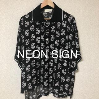 サンシー(SUNSEA)の【NEON SIGN】ネオンサイン TROPICAL PAISLEY PORO(ポロシャツ)