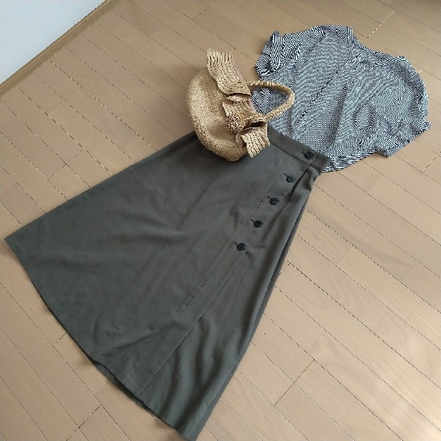 NATURAL BEAUTY BASIC(ナチュラルビューティーベーシック)の新品!ナチュラルビューティーベーシック [洗える]サイド釦ミディフレアスカート レディースのスカート(ひざ丈スカート)の商品写真