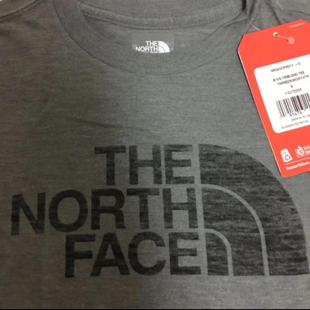 THE NORTH FACE(ザノースフェイス)の【新品】ザノースフェイス♡ロゴ半袖TシャツボーイズS120130グレー キッズ/ベビー/マタニティのキッズ服男の子用(90cm~)(Tシャツ/カットソー)の商品写真