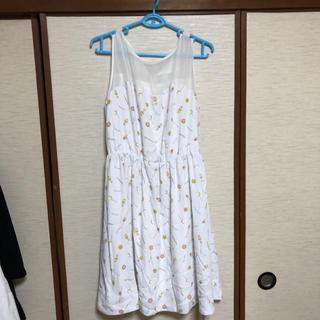 ジーユー(GU)のセーラームーンGUコラボワンピース 白 XL(ひざ丈ワンピース)