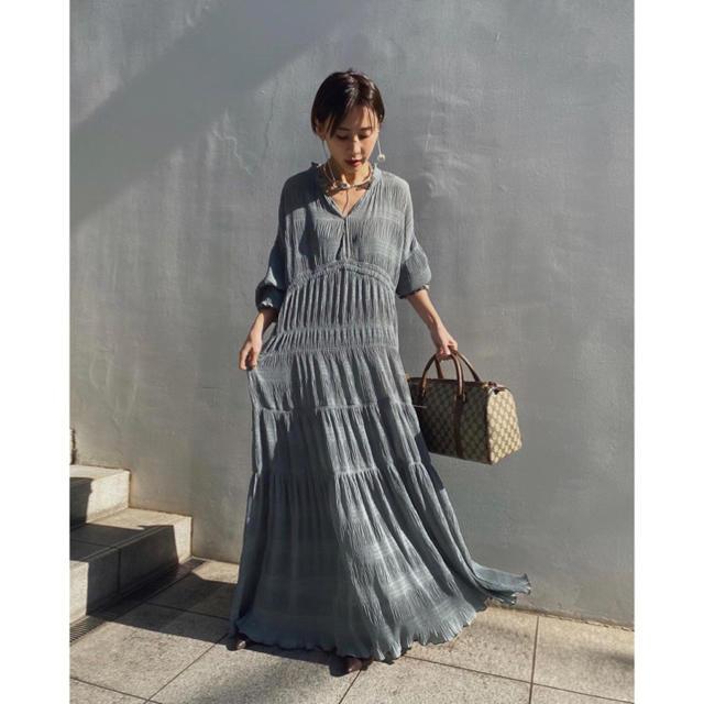 Ameri VINTAGE(アメリヴィンテージ)のSHIRRING PLEATS DRESS レディースのワンピース(ロングワンピース/マキシワンピース)の商品写真