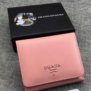 プラダ(PRADA)の✨プラダ 財布👛 ピンク ペールピンク 二つ折り(財布)