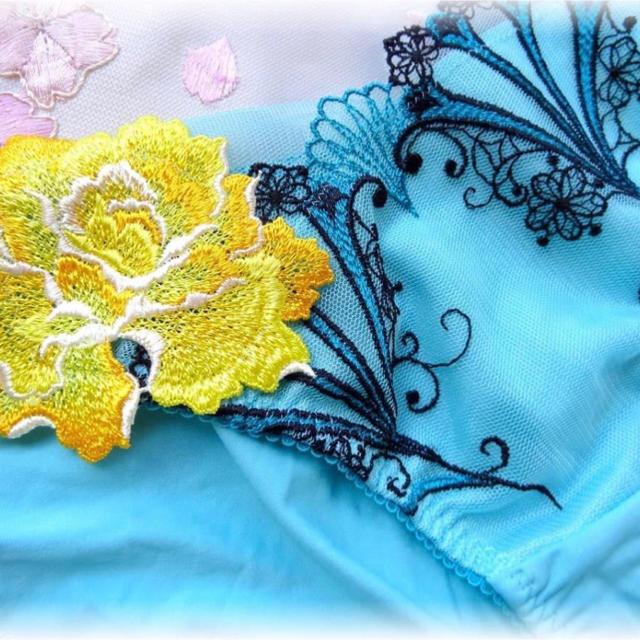 Wacoal(ワコール)のサルート   カーニバル ブラ&ショーツ レディースの下着/アンダーウェア(ブラ&ショーツセット)の商品写真