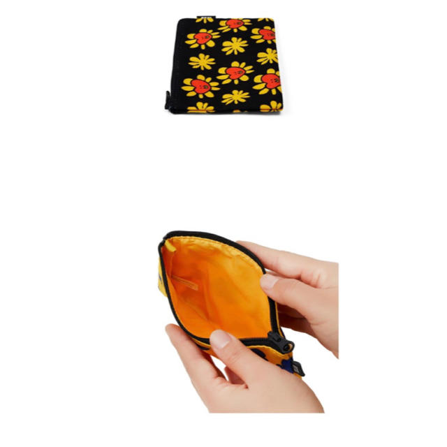 防弾少年団(BTS)(ボウダンショウネンダン)の【TATA】 BT21 公式 フラワーマルチポーチ レディースのファッション小物(ポーチ)の商品写真