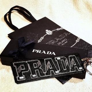 プラダ(PRADA)のPRADA キーホルダー プラダ ロゴ レザー 新品 キーリング 箱付 未使用(キーホルダー)