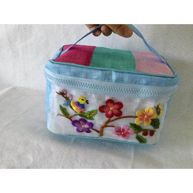 韓国ポジャギバニティ型ポーチ/小鳥&お花刺繍ライトブルー レディースのファッション小物(ポーチ)の商品写真