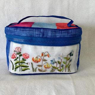 韓国ポジャギバニティ型ポーチ/お花刺繍ブルー