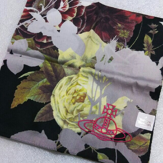 Vivienne Westwood(ヴィヴィアンウエストウッド)のViVienne Westwood☆大判ハンカチ レディースのファッション小物(ハンカチ)の商品写真