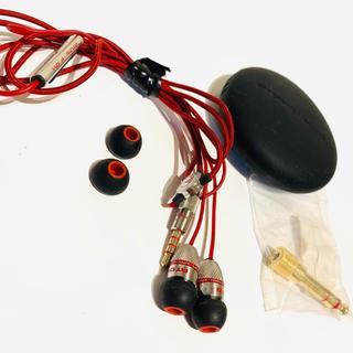 アトミック(ATOMIC)のアトミックフロイド super darts +remote イヤホン(ヘッドフォン/イヤフォン)