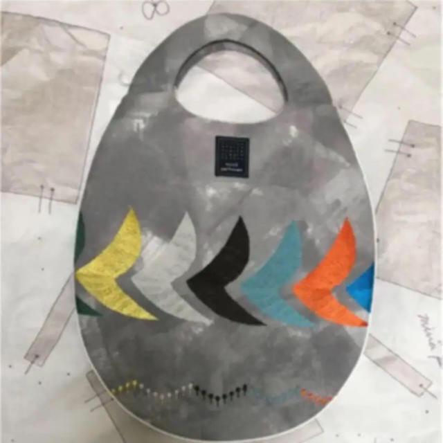mina perhonen(ミナペルホネン)の新品 伊勢丹限定 ミナペルホネン エッグバッグ トートバッグ bird  レディースのバッグ(トートバッグ)の商品写真